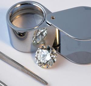Diamant und Lupe