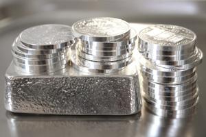Silberbarren und Silbermünzen Konvolut
